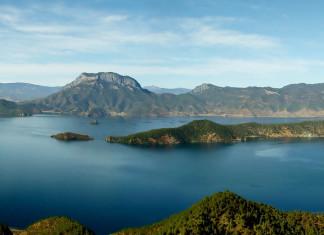 ทะเลสาบหลูกูหู, เมืองลับแล, 泸沽湖, มณฑลยูนนาน, มณฑลเสฉวน, 云南省, 四川省, ท่องเที่ยวจีน, สถานที่ท่องเที่ยวในประเทศจีน, เผ่าโม๋ซัว, หมู่บ้านโม๋ซัว