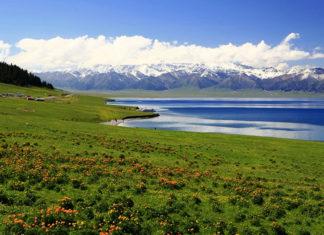 ทุ่งหญ้าอีหลี, มณฑลซินเจียง, ท่องเที่ยวจีน, สถานที่ท่องเที่ยวในประเทศจีน, 伊犁草原, 新疆省, 昭苏草原, 那拉提草原, รูปปั้นมนุษย์หิน, อูรูมูฉี, คาซัคสถาน