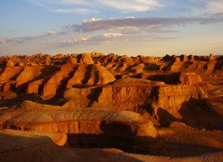 เมืองผีแห่งคาราเมย์, มณฑลซินเจียง, ท่องเที่ยวจีน, สถานที่ท่องเที่ยวในประเทศจีน, 乌尔禾魔鬼城, 新疆省, เมืองปีศาจอูเอ่อเหอ, เมืองคาราเมย์