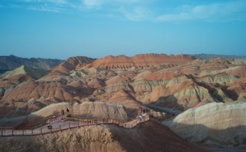 ถ้ำมั่วเกา, หมิงซาซาน, ด่านเจียอวี่กวน, ภูเขาสายรุ้งจางเย่ตันเสีย, มณฑลกานซู่